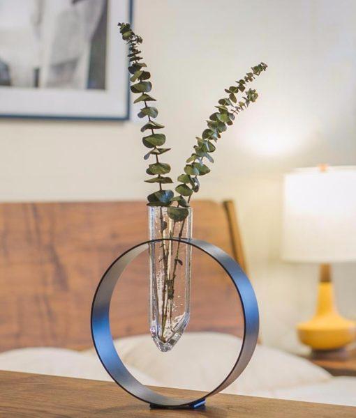 Vitreluxe-Crystal-float-vase-in-room-setting